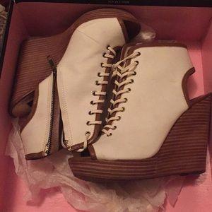 Size 7 wedge heel bootie